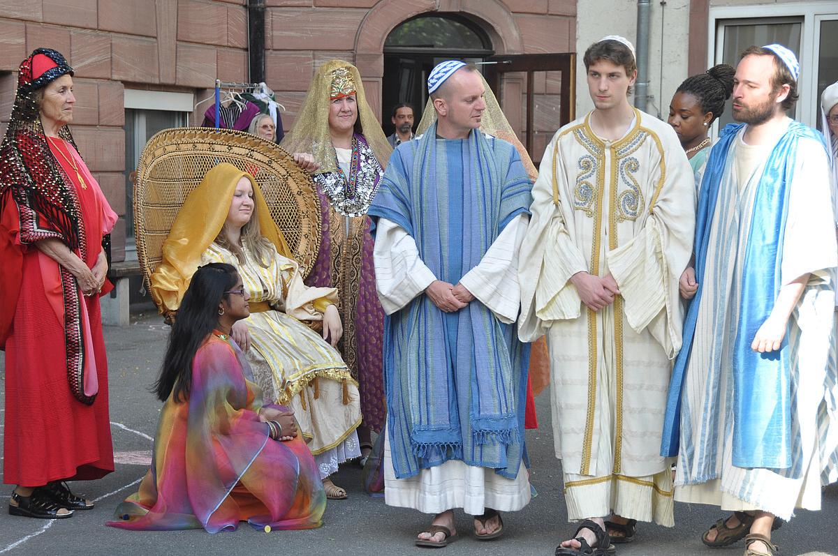 Die Hochzeit Zu Kana Auf Dem Schulhof